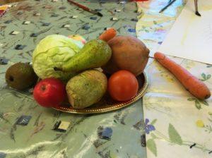 Vihanneksia aseteltuna pöydälle